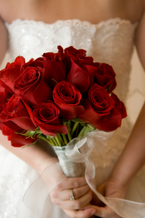 عکس دسته گل رز قرمز عروس